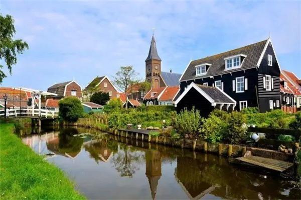 这7个小镇分别是镇海i设计小镇,慈溪小家电智造小镇,海曙月湖